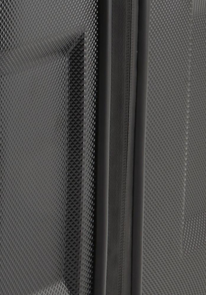 Titan X2 Shark Skin 4w M+ Black shark Vydajte sa podľahnúť krásam svetových metropol s kultovým kufrom Titan X2 v novom dizajne s výraznými hranami a nechajte sa rozmaznávať komfortom aj extra priestorom pre všetko potrebné i v čase, keď ste ďaleko od domova.  - štyri extra veľké, tiché a odolné Hinomoto dvojkolieska otočné o 360 ° - exkluzívne navrhnutý integrovaný štvormiestny TSA zámok - vodeodolný zips s pogumovaním chráni pred vlhkosťou - odľahčená hliníková rukoväť s aretáciou - hrubá povrchová úprava Shark Skin chráni pred poškriabaním - pevné a ploché madlá pre ľahšie uchopenie - obojstranný baliaci systém s popruhmi v oboch častiach - integrovaná deliaca priečka na zips - dve vnútorné vrecká na zips - výrazné logo Titan na prednom paneli - škrupina z pružného polykarbonátu sa pri tlaku prehne - predĺžená záruka 3 roky