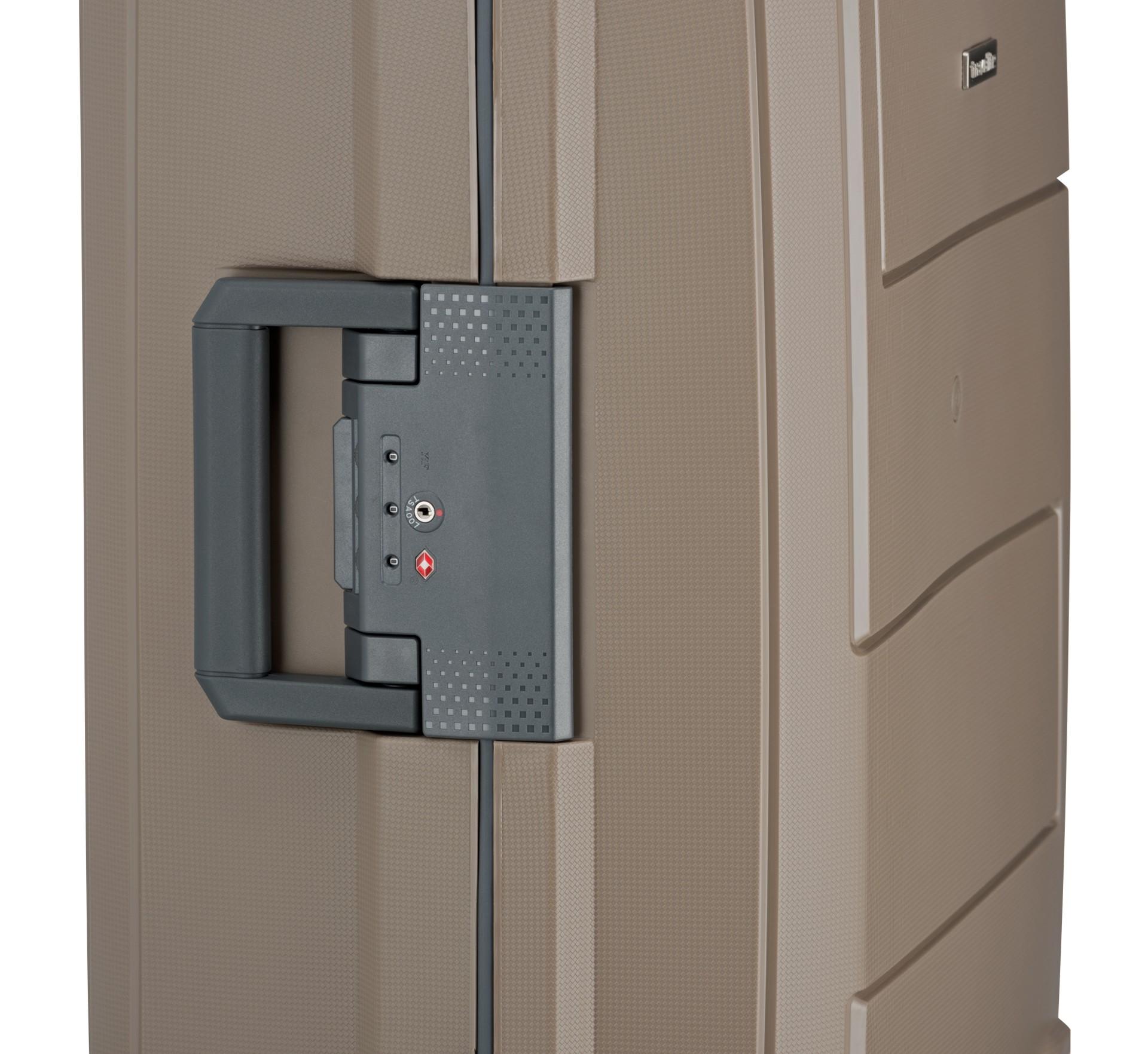 Travelite Makro 4w S Taupe.  - štyri tiché dvojkolieska otočné o 360° pre optimálny pohyb v teréne - výsuvná rukoväť s aretáciou - integrovaný TSA zámok pre bezproblémové cesty po svete - pevná rámová konštrukcia s trojbodovým uzatváraním - obojstranný baliaci systém s fixačnými popruhmi - deliaca priečka na zips s integrovaným sieťovaným vreckom - jemná podšívka - predĺžená záruka 3 roky - kufor spĺňa rozmery palubnej batožiny väčšiny leteckých spoločností