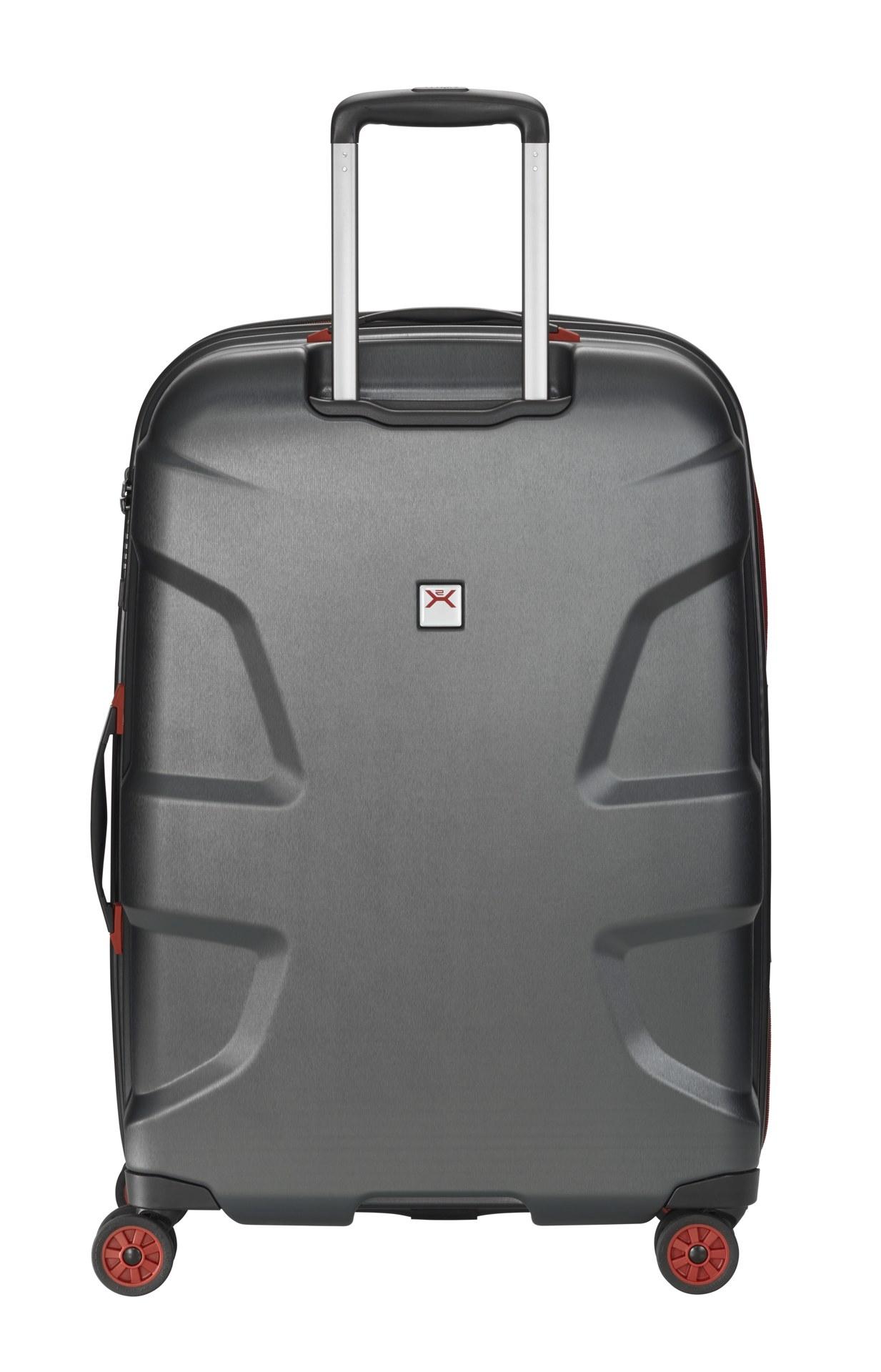 Titan X2 4w M+ Black brushed Vydajte sa podľahnúť krásam svetových metropol s kultovým kufrom Titan X2!  - štyri extra veľké, tiché a odolné Hinomoto dvojkolieska otočné o 360° - exkluzívne navrhnutý integrovaný štvormiestny TSA zámok - odľahčená hliníková rukoväť s aretáciou - pevné a ploché madlá pre ľahšie uchopenie - obojstranný baliaci systém s popruhmi v oboch častiach - integrovaná deliaca priečka na zips - dve vnútorné vrecká na zips - výrazné logo Titan na prednom paneli - škrupina z pružného polykarbonátu sa pri tlaku prehne - predĺžená záruka 3 roky