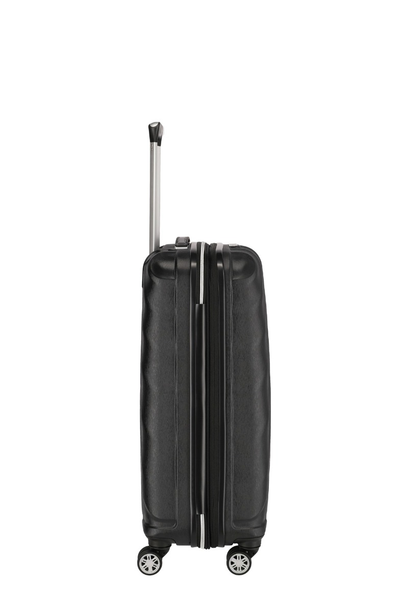 Titan Shooting Star 4w M Black Radi by ste mali ľahký, elegantný a odolný kufor, ktorý vám poskytne potrebný priestor a pritom vás nesklame?  - štyri veľké a tiché dvojkolieskami s pogumovaním otočné o 360° - odľahčená výsuvná rukoväť - vnorený integrovaný TSA zámok pre bezproblémové cestovanie po celom svete - expandér pre rýchle navýšenie objemu - obojstranný baliaci systém s deliacou priečkou - kompresný popruh v oboch častiach kufri - dve malé vrecká vnútri na hygienické a kozmetické drobnosti - podšívka v rovnakej farbe ako škrupina - kvalitný zips - komfortné madlo