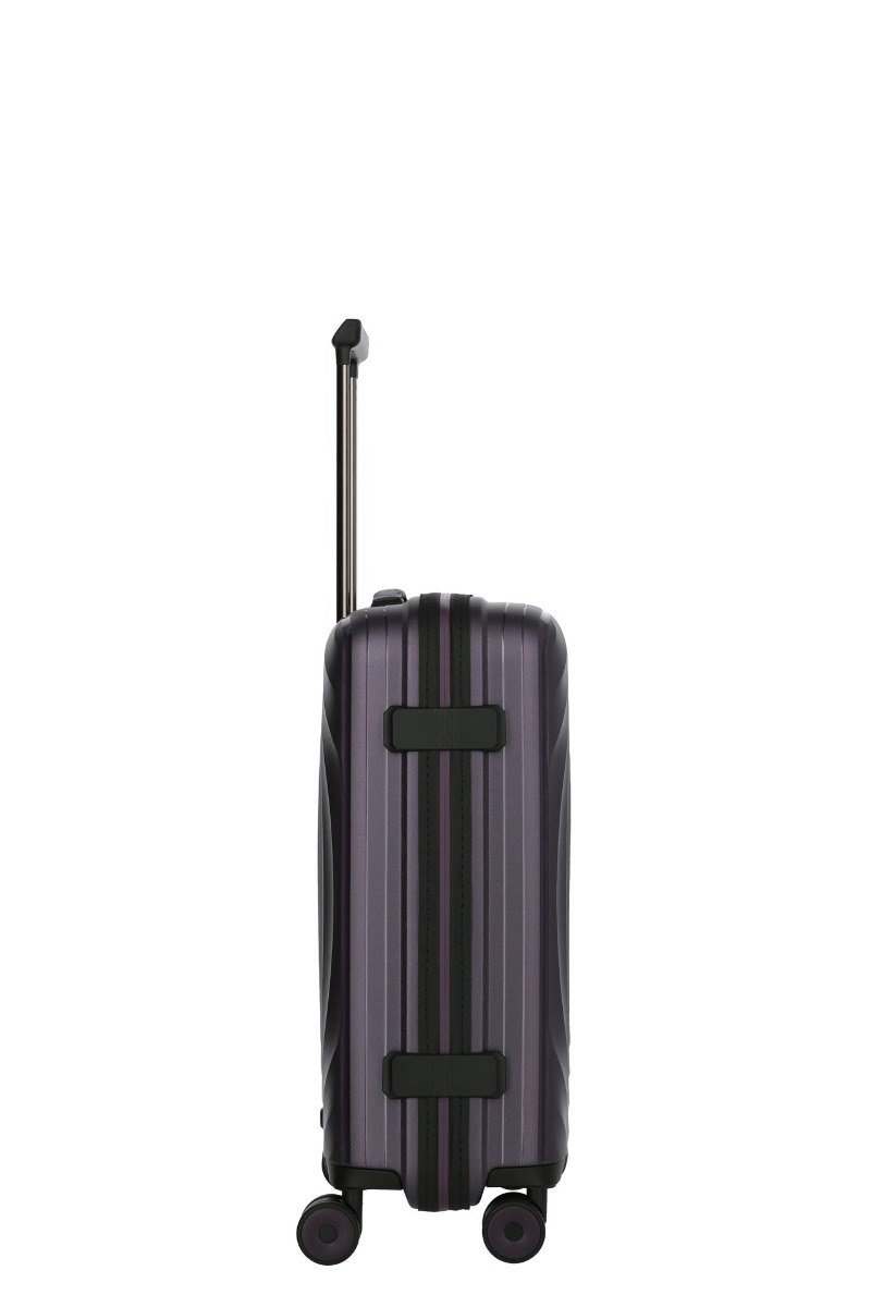 Titan Looping S Purple.  štyri dvojkolieska otočné o 360° ladiace s farbou škrupiny odľahčená výsuvná rukoväť s aretáciou na držadle integrovaný TSA zámok vodoodpudivý zips vďaka pogumovaniu odolná škrupina z pružného polypropylénu s metalickým efektom dve textilné deliace priečky s vreckami na zips kompresné popruhy v oboch častiach pre lepšiu fixáciu nákladu samostatný oddiel na košele vnútorná podšívka spĺňa normy IATA pre palubnú batožinu väčšiny leteckých spoločností predĺžená záruka 3 roky