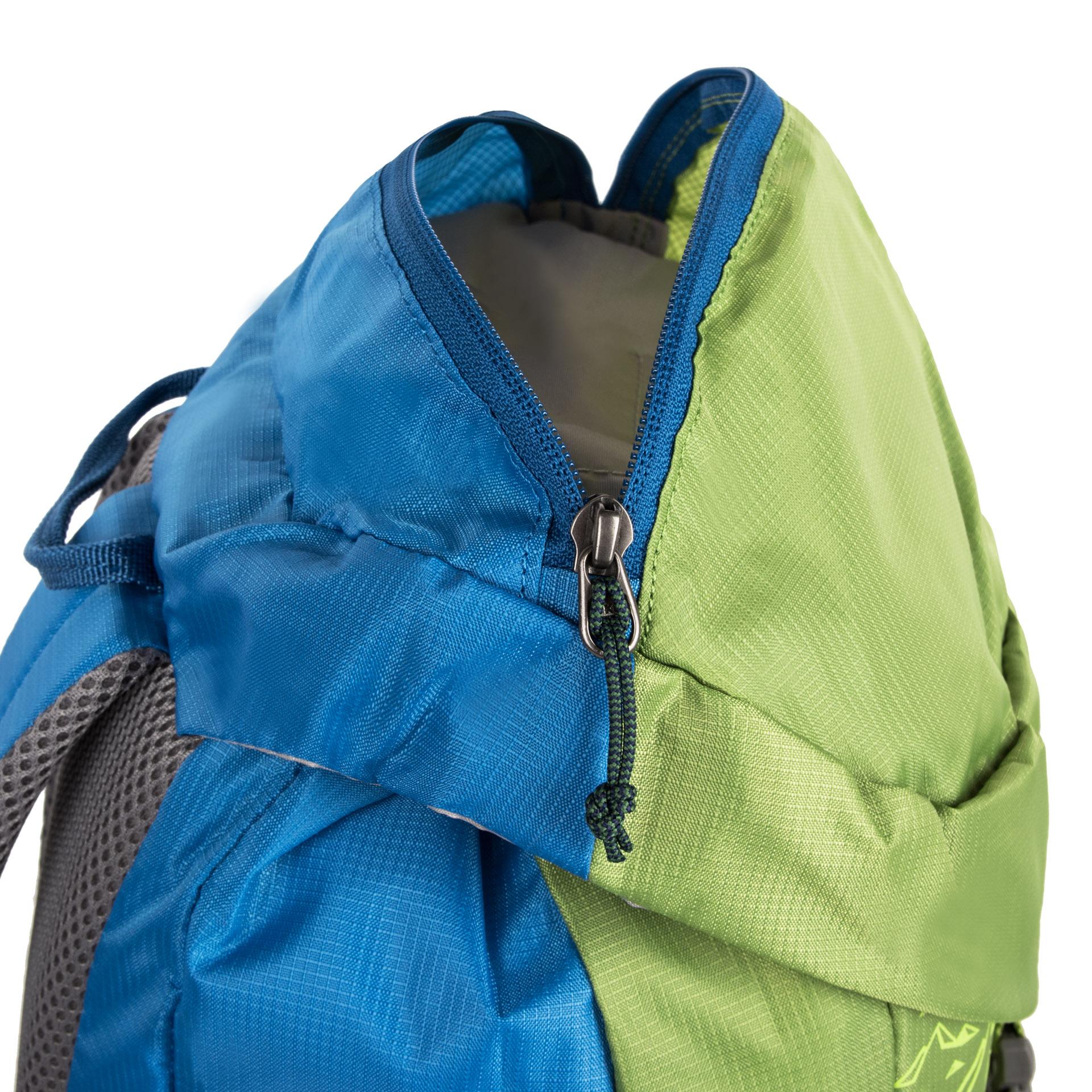 Salewa Maxitrek 16 Leaf Green Maxitrek 16 je pohodlný turistický batoh pre deti vyrobený z ľahkého a odolného ripstop polyesteru.  - ľahký turistický batoh - odolný ripstop polyester - pohodlné a priedušné polstrovanie chrbta - reflexné prvky zvyšujúce bezpečnosť