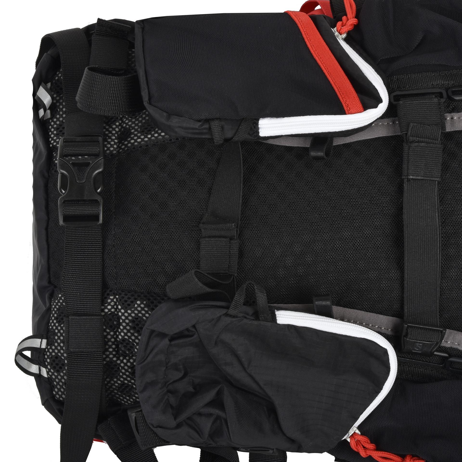 Salomon Peak 20 Black/ Bright red Batoh Salomon Peak 20 ponúka dostatok priestoru na ľahké vybavenie.  - hlavné vrecko na zips - bočné strečové vrecká - dve predné vrecká na zips - horné odopínateľné puzdro - priedušné polstrovanie - chrbtový systém 3D Air Mesh s odvetrávaním - pohodlné ramenné popruhy s vreckami na mobil a fľašu (0,5 l Salomon Soft flask) - hrudný popruh pre lepšiu stabilitu - vodeodolný materiál - vnútorné vrecko na zips - reflexné prvky - úchyty na trekové palice - vrecko na hydrovak (1,5 l)