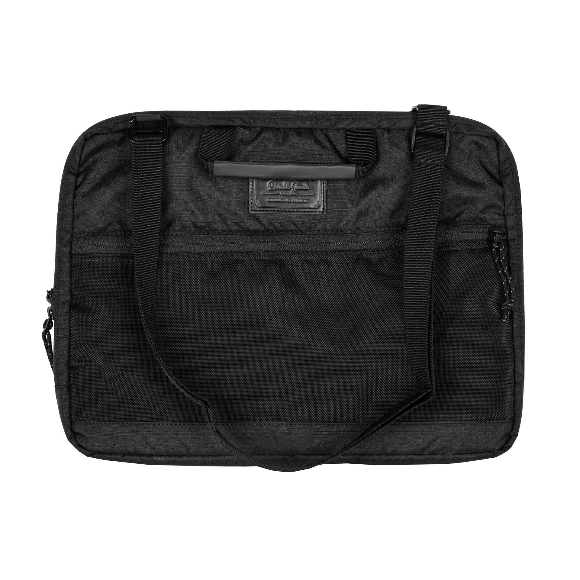 Burton Hyperlink 15 In Triple ripstop true black Praktický obal na laptop s organizérom a možnosťou nosenia cez rameno.- vrecko s vypchávkou na 15