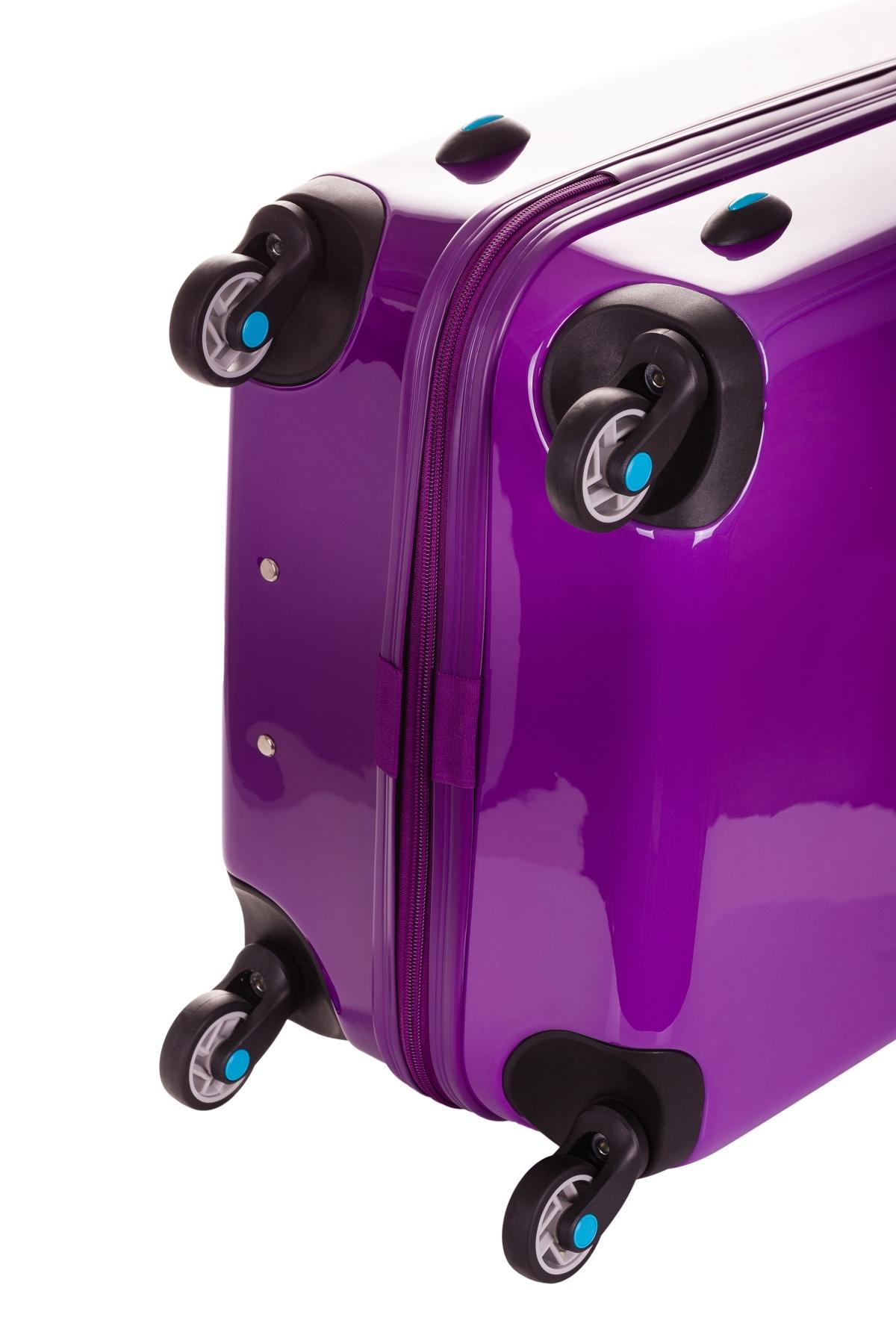 BG Berlin Tri Color M Purple Bloom Škrupinový cestovný kufor Tri Color s nadčasovým designom vznikol so zámerom skĺbiť osvedčenú klasiku s najnovšími módnymi trendami.  Pružná, ale odolná škrupina spoľahlivo ochráni vaše veci uložené v prakticky rozčlenenom interiéri.  - 4 kolieska EASY HOP s 360° rotáciou pre bezproblémovú jazdu - teleskopická rúčka - kvalitné YKK zipsy - spoľahlivý TSA zámok esteticky zabudovaný do tela kufra - vnútorný priestor delený na dve polovice - zipsová prepážka s niekoľkými menšími vreckami na drobnosti - kompresné popruhy v oboch komorách kufra - pružný a napriek tomu odolný materiál - stredná veľkosť ideálna pre týždennú dovolenku či presuny na internát