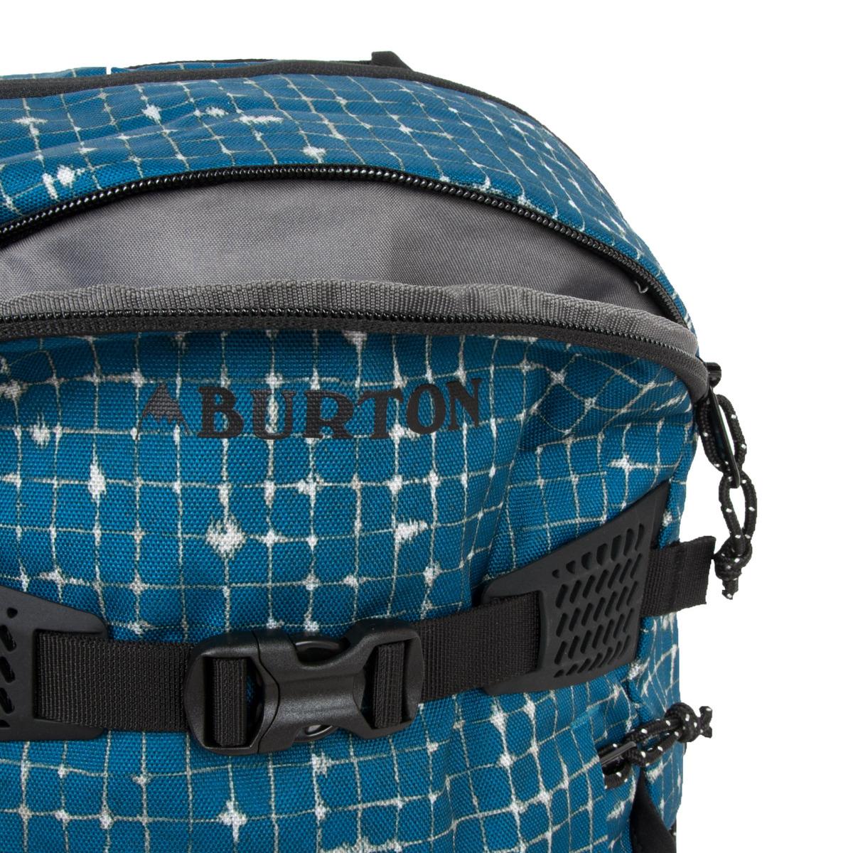 Burton Day Hiker 25 l Blue Sapphire Ripstop.    bohato polstrovaný zadný panel s výstuhou a odvetrávacím kanálikom    ergonomicky tvarované a dĺžkovo nastaviteľné ramenné popruhy    bedrový popruh pre lepšie rozloženie váhy neseného nákladu    hrudný popruh so zapínaním na pracku    polstrované vrecko na notebook je zároveň priehradkou na hydrovak    priehradka na tablet s rozmermi 26,5 x 20 cm    kvalitné zipsy pre ľahký prístup    vrecko na okuliare s fleecovou výstelkou na prednom paneli    integrovaný organizér s vreckom na zips a karabínou na kľúče    postranné vrecká na fľašu    textilné pútko na pohodlné prenesenie v ruke    predné vrecko na zips    možnosť vertikálneho pripnutia skateboardu vďaka dvom popruhom