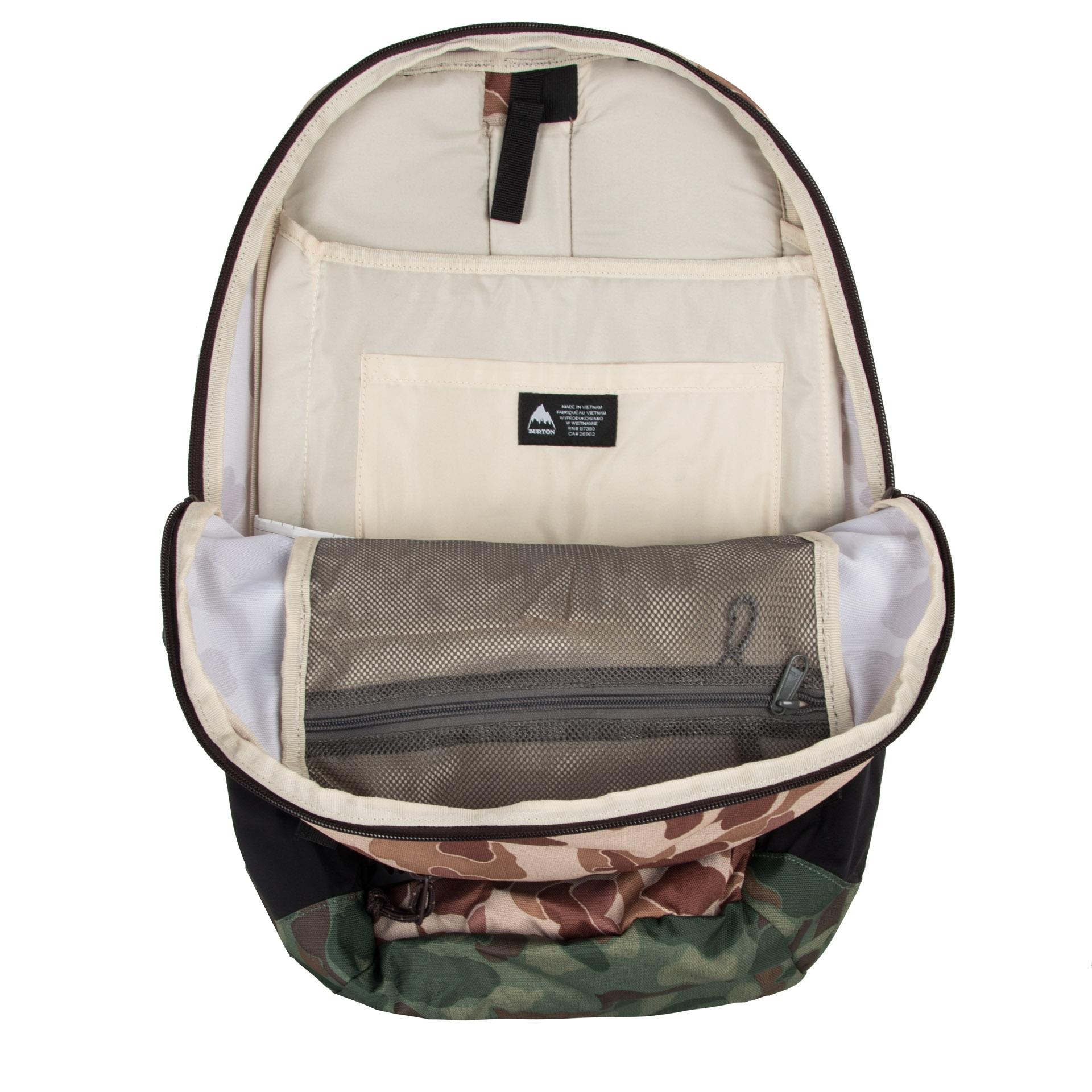 Burton Day Hiker 25 l Desert Duck Print Multifunkčný a vysoko odolný batoh s čalúneným vreckom na notebook je perfektným priateľom ako na výlet do prírody, tak do školy.  - bohato čalúnený zadný panel s výstuhou a odvetrávacím kanálikom - ergonomicky tvarované a dĺžkovo nastaviteľné ramenné popruhy - krížový popruh pre lepšie rozloženie váhy neseného nákladu - hrudný popruh so zapínaním na pracku - čalúnené vrecko na notebook je zároveň priehradkou na hydrovak - priehradka na tablet o rozmeroch 26,5 x 20 cm - kvalitné zipsy pre jednoduchý prístup - vrecko na okuliare s fleecovou výstelkou na prednom paneli - integrovaný organizér s vreckom na zips a karabínou na kľúče - postranné vrecká na fľašu - textilné pútko pre pohodlné prenesenie v ruke - predné vrecko na zips - možnosť vertikálneho pripnutia skateboardu vďaka dvom popruhom