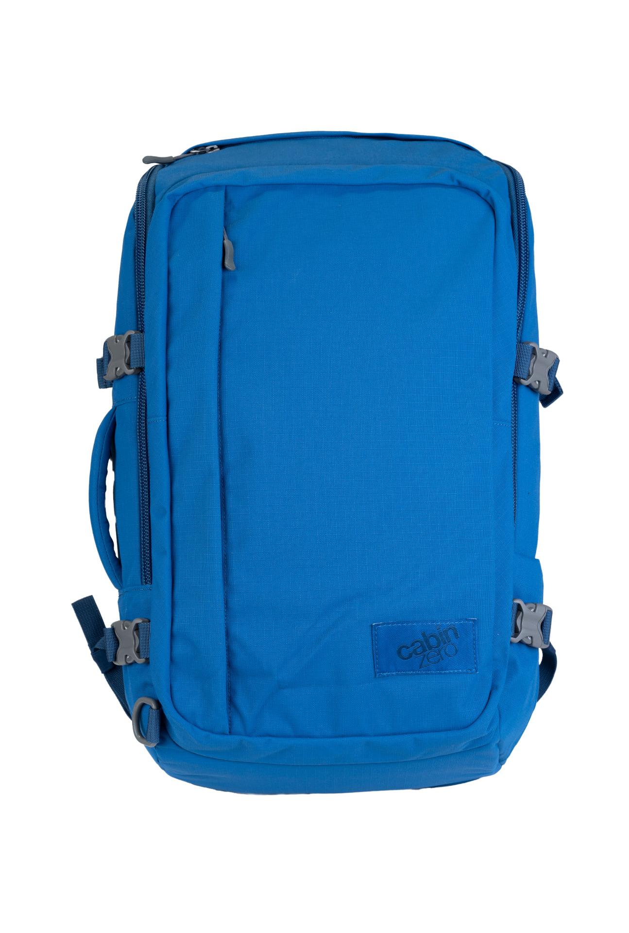 """CabinZero Adventure 32L Atlantic Blue.  spĺňa rozmery palubnej batožiny ultraľahký možnosť plnenia zhora i spredu vďaka širokému otváraniu nastaviteľné čalúnené ramenné popruhy čalúnený chrbtový panel balančné popruhy pre pritiahnutie nákladu bližšie k chrbtu vrecko na 15,5"""" notebook špeciálne YKK zipsy uzamykateľné zipsy horné a bočné madlá veľké predné vrecko na zips pre jednoduchú orientáciu a balenie vnútorné sieťované vrecká hrudný pás oddelené vrecko na fľašu bočné kompresné popruhy vodný stĺpec 1500 mm disponuje očkami pre pripnutie crossbody popruhu systém Global Luggage Tracker pre uľahčenie vrátenia batožiny  Čo je Global Luggage Tracker od spoločnosti Okoban? Ide o bezpečnostný prvok s unikátnym kódom, vďaka ktorému sa môže späť do rúk svojho majiteľa dostať stratená a znovu nájdená batožina."""