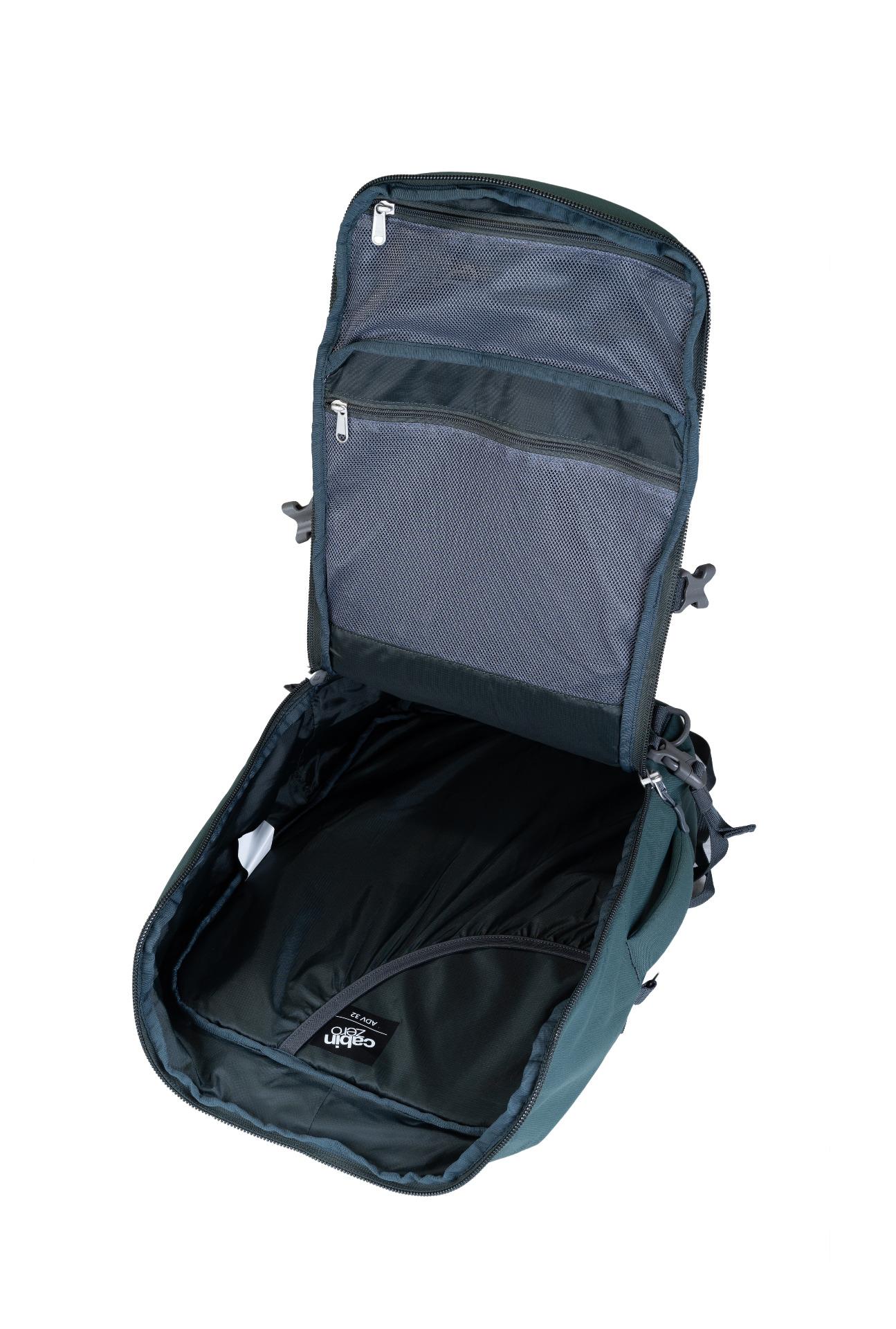 """CabinZero Adventure 32L Mossy Forest.  spĺňa rozmery palubnej batožiny ultraľahký možnosť plnenia zhora i spredu vďaka širokému otváraniu nastaviteľné čalúnené ramenné popruhy čalúnený chrbtový panel balančné popruhy pre pritiahnutie nákladu bližšie k chrbtu vrecko na 15,5"""" notebook špeciálne YKK zipsy uzamykateľné zipsy horné a bočné madlá veľké predné vrecko na zips pre jednoduchú orientáciu a balenie vnútorné sieťované vrecká hrudný pás oddelené vrecko na fľašu bočné kompresné popruhy vodný stĺpec 1500 mm disponuje očkami pre pripnutie crossbody popruhu systém Global Luggage Tracker pre uľahčenie vrátenia batožiny  Čo je Global Luggage Tracker od spoločnosti Okoban? Ide o bezpečnostný prvok s unikátnym kódom, vďaka ktorému sa môže späť do rúk svojho majiteľa dostať stratená a znovu nájdená batožina."""