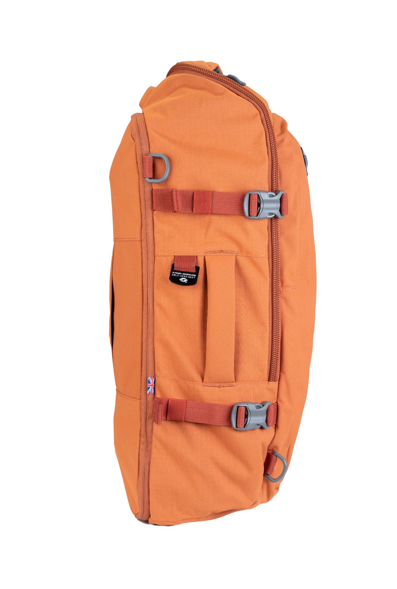 """CabinZero Adventure 32L Sahara Sand.  spĺňa rozmery palubnej batožiny ultraľahký možnosť plnenia zhora i spredu vďaka širokému otváraniu nastaviteľné čalúnené ramenné popruhy čalúnený chrbtový panel balančné popruhy pre pritiahnutie nákladu bližšie k chrbtu vrecko na 15,5"""" notebook špeciálne YKK zipsy uzamykateľné zipsy horné a bočné madlá veľké predné vrecko na zips pre jednoduchú orientáciu a balenie vnútorné sieťované vrecká hrudný pás oddelené vrecko na fľašu bočné kompresné popruhy vodný stĺpec 1500 mm disponuje očkami pre pripnutie crossbody popruhu systém Global Luggage Tracker pre uľahčenie vrátenia batožiny  Čo je Global Luggage Tracker od spoločnosti Okoban? Ide o bezpečnostný prvok s unikátnym kódom, vďaka ktorému sa môže späť do rúk svojho majiteľa dostať stratená a znovu nájdená batožina."""