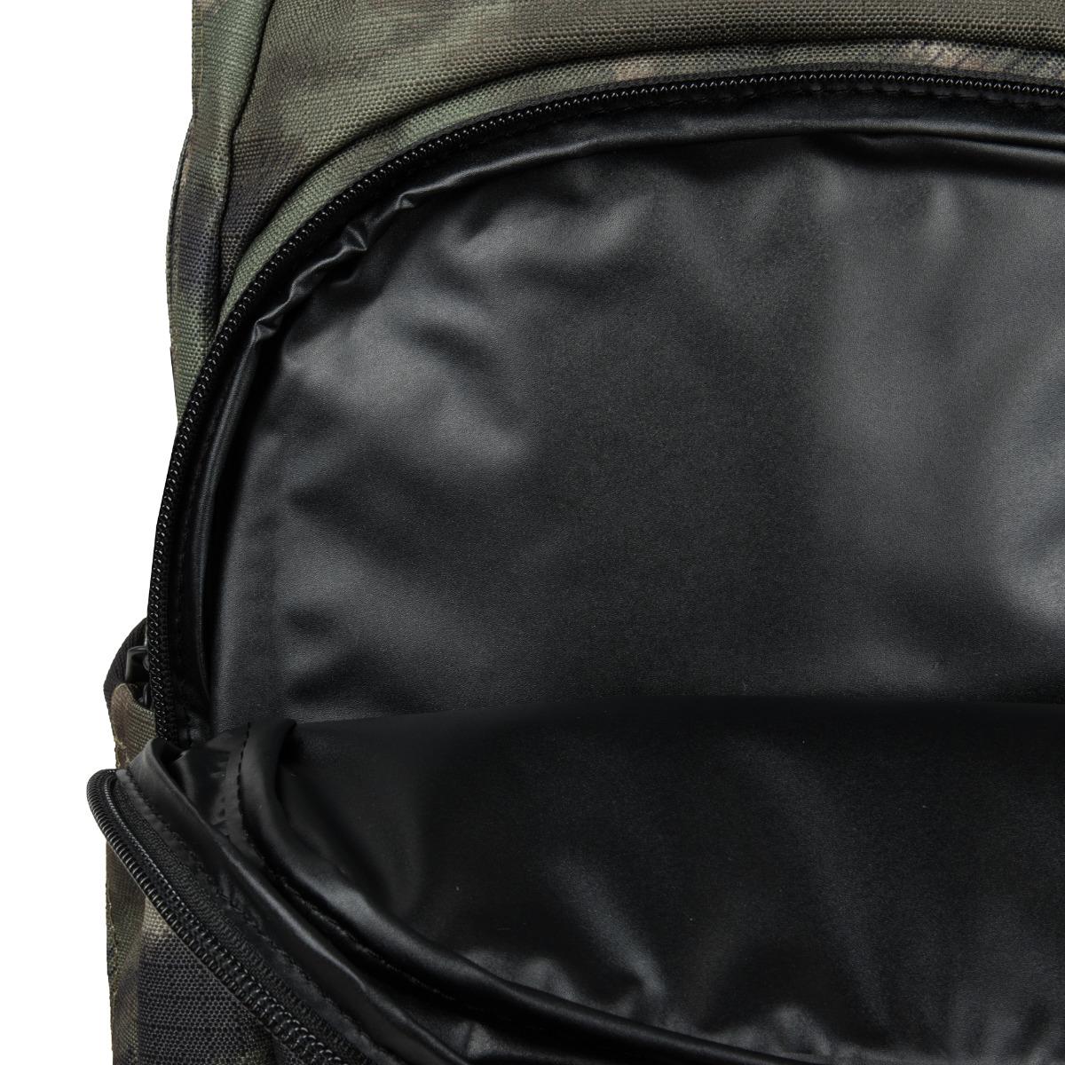 Dakine Campus M 25L Olive Ashcroft Camo.  čalúnený oddiel na 15'' notebook chladiace vrecko na prednej strane batoha predné vrecko s organizérom vrecko s fleecovou podšívkou na slnečné okuliare malé vrecko na prednom paneli s rýchlym prístupom bočné vrecká na fľašu alebo dáždnik nastaviteľný hrudný popruh ergonomicky tvarovaný chrbtový panel a ramenné popruhy spevnené dno
