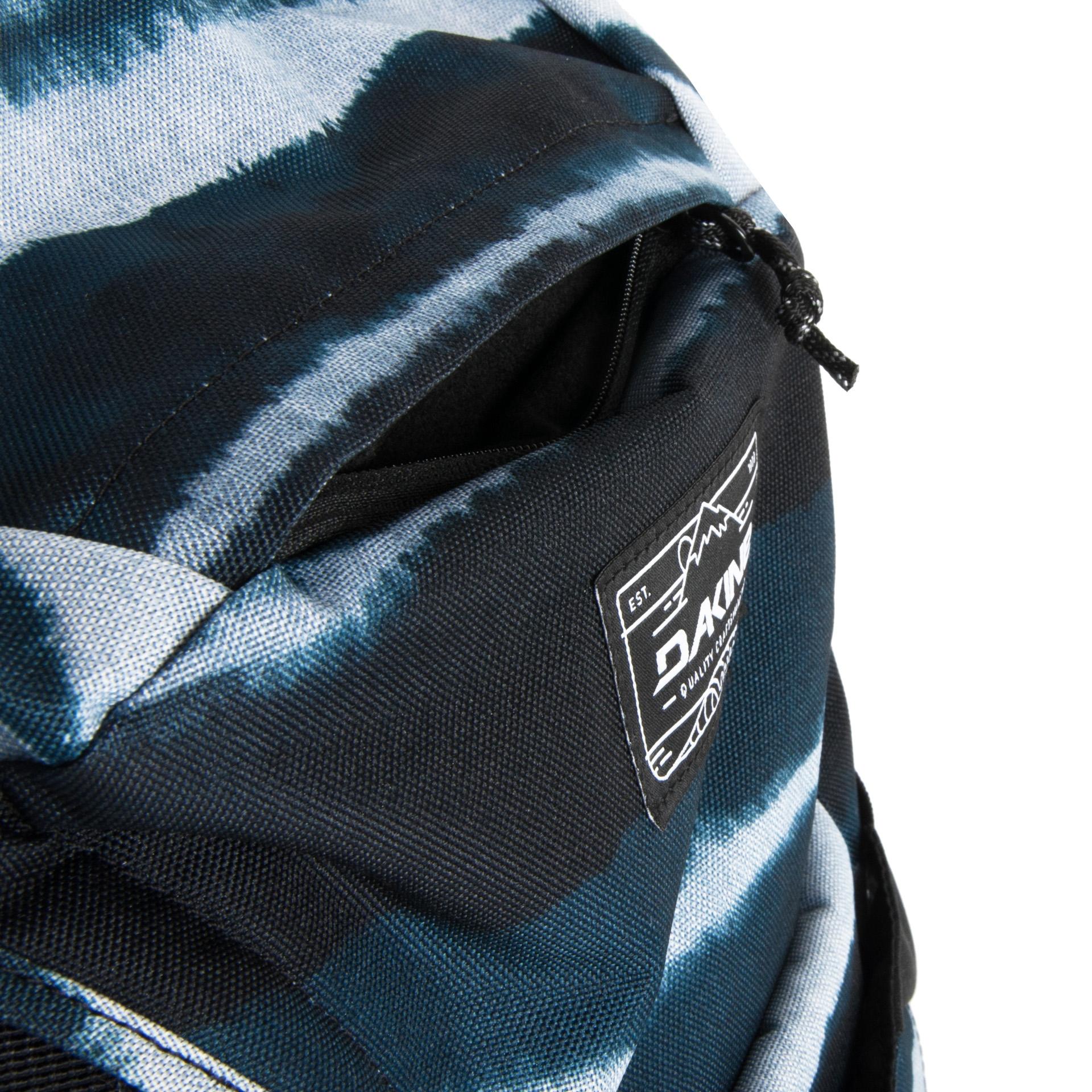 Dakine Canyon 24L Resin stripe Budete mať náročný deň v škole, alebo sa chystáte na túru v horách?  - priedušný chrbtový systém - ergonomické ramenné popruhy s vreckom na telefón - odnímateľný 25mm bedrový pás - nastaviteľný hrudný popruh s píšťalkou - hlavná komora uzatvárateľná zipsom - na čelnej strane batohu kompresné vrecko vhodné pre uloženie bundy či helmy - súčasťou predného vreckáa je menšie vrecko na zips - fleecový oddiel na slnečné okuliare - dve priestranné bočné vrecká - vnútorné vrecko s pútkom na kľúče - slučka pre uchytenie trekových palíc - vnútorný oddiel vhodný pre uloženie notebooku (s veľkosťou až 17