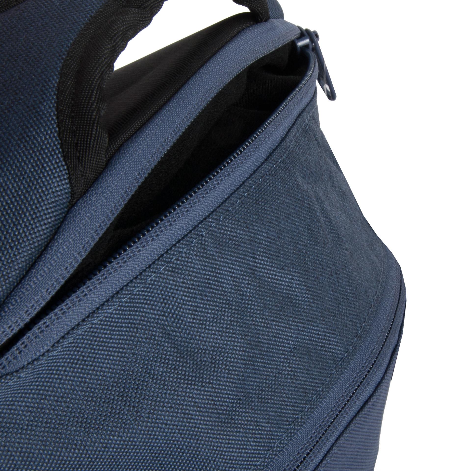 Dakine Prom 25L Seashore Multifunkčný dámsky batoh, ktorý disponuje hneď niekoľkými výhodami.  - čalúnené vrecko na notebook až 14