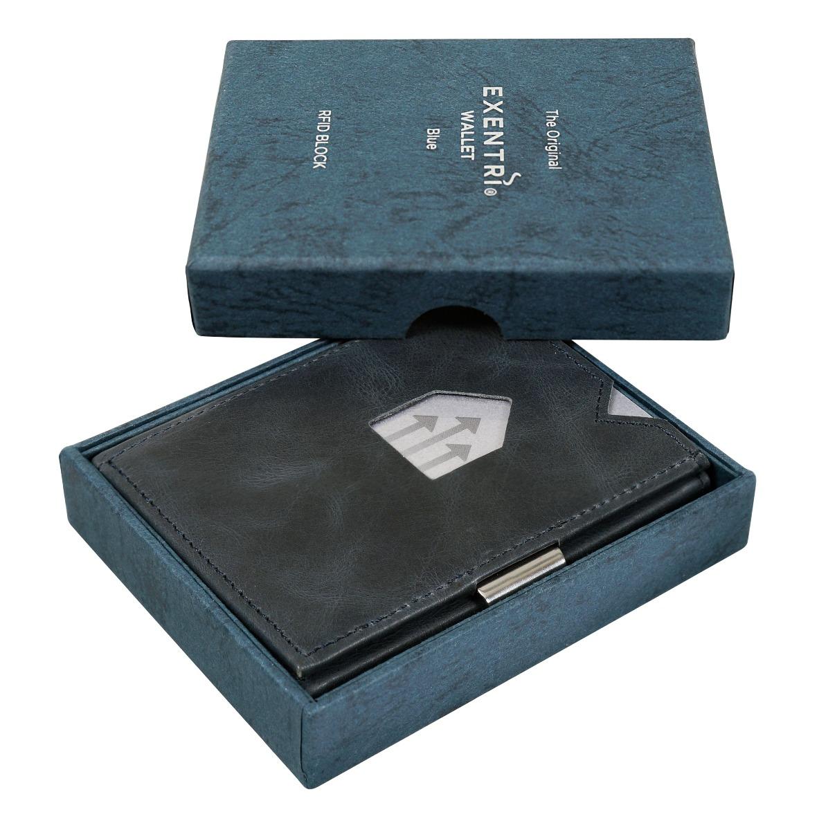 Exentri Blue Nadčasový vzhled, jednoduché, ale funkční provedení a kvalitní materiál – to vše charakterizuje moderní peněženku Exentri.  šest přihrádek na platební a jiné karty na obou stranách peněženky kapsička sokénkem dostatečný prostor i na velké bankovky proužek na přichycení jízdenky či fotografie RFiD ochrana proti krádeži osobních údajů díky malým rozměrům se snadno vejde i do kapsy vyrobeno zpravé kůže