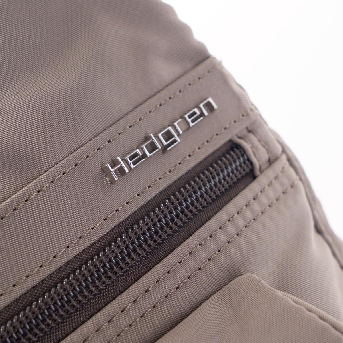 Hedgren Shoulderbag Prarie RFID Sepia brown Tone on Tone Taška Hedgren Prarie patrí do ikonickej kolekcie Inner city, ktorá nadčasovým designom, odolným materiálom a praktickosťou dobýva európsky trh.  - hlavné vrecko s organizérom na zips - vrecko na smartphone - vnútorná kapsička na zips s RFID ochranou proti krádeži citlivých dát na bezkontaktných kartách - vodoodolný materiál - kovové logo na prednej časti - tri predné vrecká na zips - jedno zadné vrecko na zips - nastaviteľný ramenný popruh