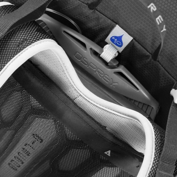 Osprey Talon 22 II M/L Black Všestranný turistický batoh Talon 22 bol navrhnutý pre dosiahnutie maximálneho výkonu s maximálnym komfortom pri mnohých činnostiach. - chrbtový systém AirScape™ so sieťkou a penou pre lepšie odvetrávanie- perforované a mäkko čalúnené ramenné popruhy s možnosťou nastavenia výšky podľa veľkosti trupu- kapsička na ramennom popruhu- hrudný popruh s núdzovou píšťalkou- bezšvový bedrový popruh s dvoma vreckami- úchyt na helmu LidLock™- hlavný priestor uzatvárateľný dvojcestným zipsom- vnútorné vrecko s karabínkou na kľúče- pútko na LED blikačku- reflexné prvky- úchyt na cepín- bočné strečové vrecká s kompresnými popruhmi InsideOut™- očko na upevnenie trekových palíc Stow-on-the-Go™- veľké predné vrecko z pružného materiálu so zatváraním na pracku- malé vrecko na okuliare- batoh je kompatibilný s vodnými rezervoármi- vhodný pre osoby s dĺžkou chrbta 48-58 cm