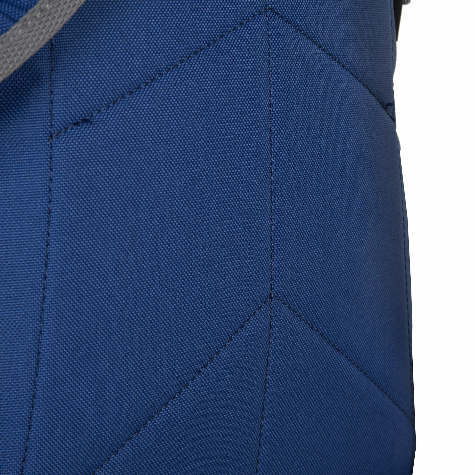 Jack Wolfskin Berkeley S Blue woven check Školský batoh určený na denné nosenie má dostatok priestoru pre všetky druhy kníh a predmetov, ktoré deti potrebujú do školy.