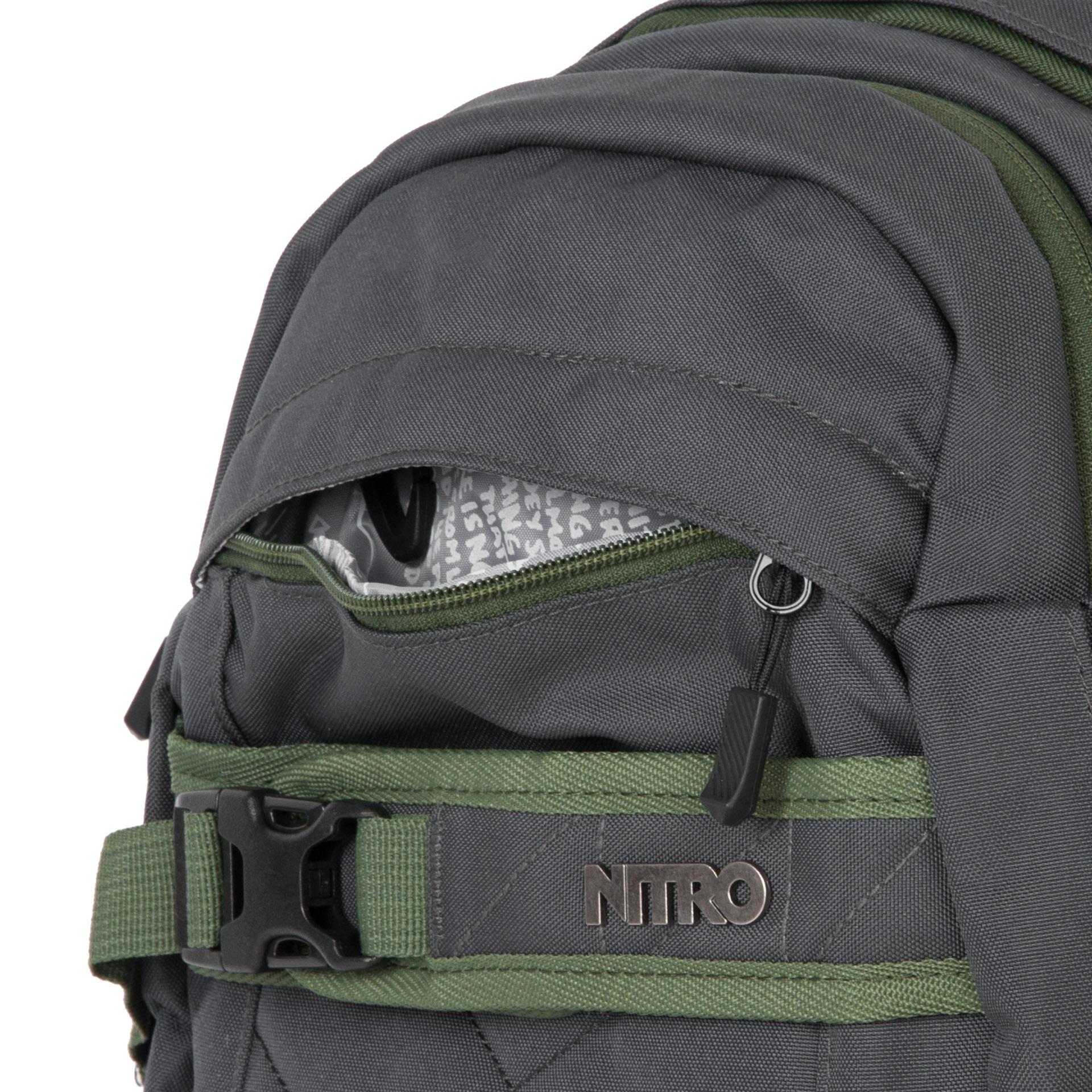Nitro Aerial Pirate black Batoh Aerial je určený pre všetkých športových nadšencov.  - polstrované vrecko na notebook veľkosti 15