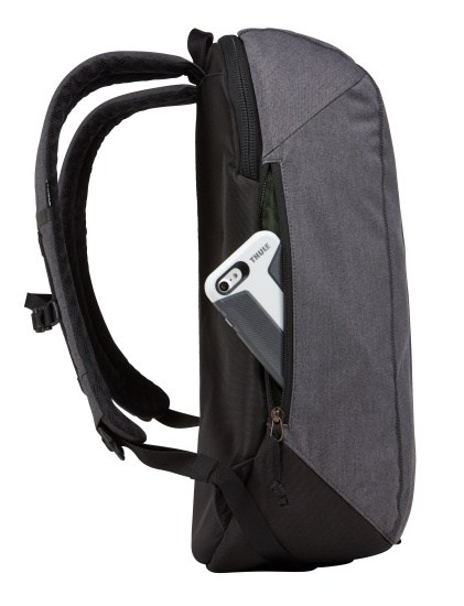 Thule Vea 17 l Černá Vea 17 je batoh pre všetkých, ktorí žijú aktívnym životom.  - polstrované vrecko pre 15