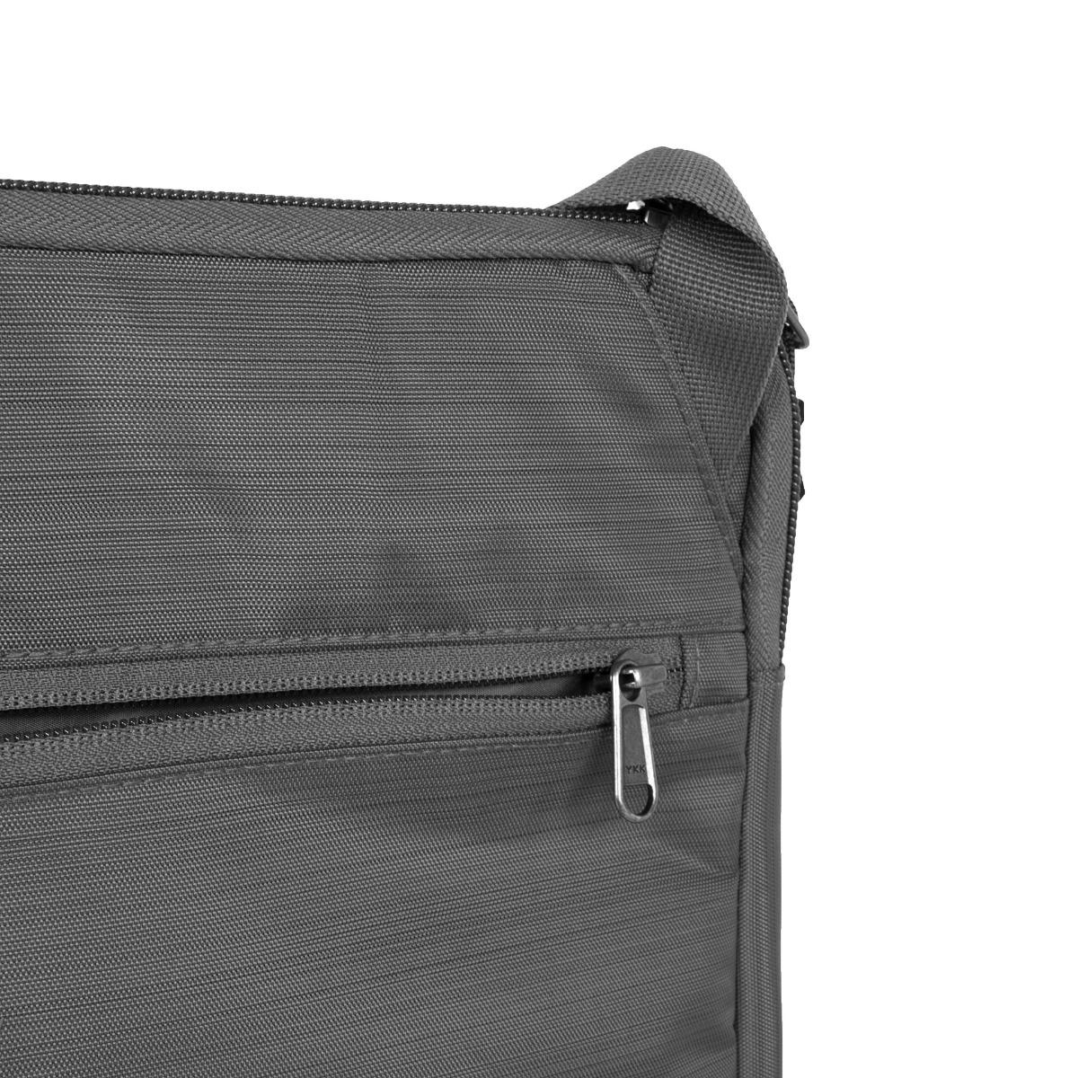 Salewa Laptop M Grey Skladná a odolná taška na notebook Salewa ochráni váš laptop pred poškodením a nepriaznivými vplyvmi počasia.- odnímateľný ramenný popruh- oddelené predné vrecko
