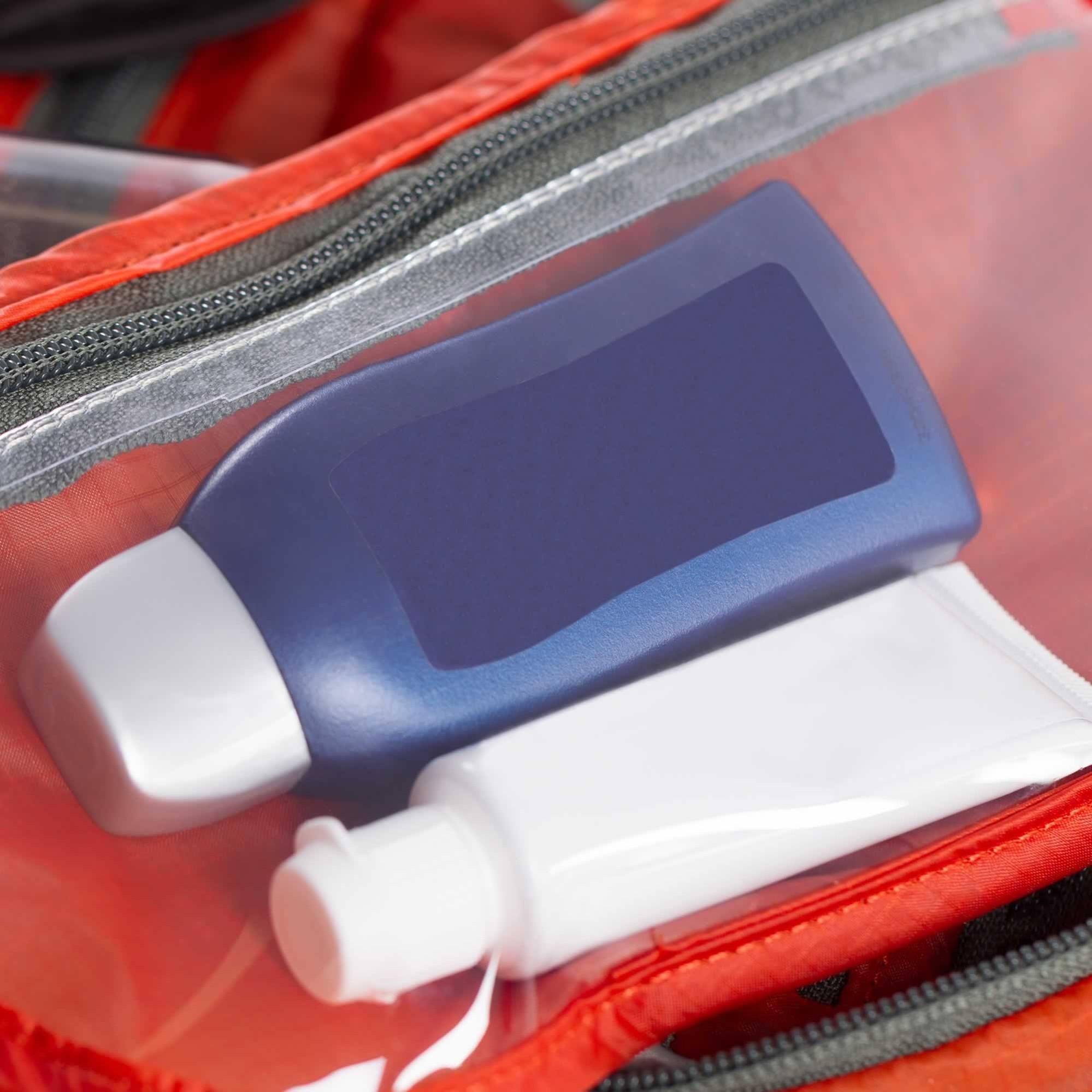 Osprey Ultralight Washbag Zip Poppy orange - reflexné prvky- malé odnímateľné zrkadlo- odnímateľné priehľadné vrecko- sieťované vrecká- háčik pre zavesenie