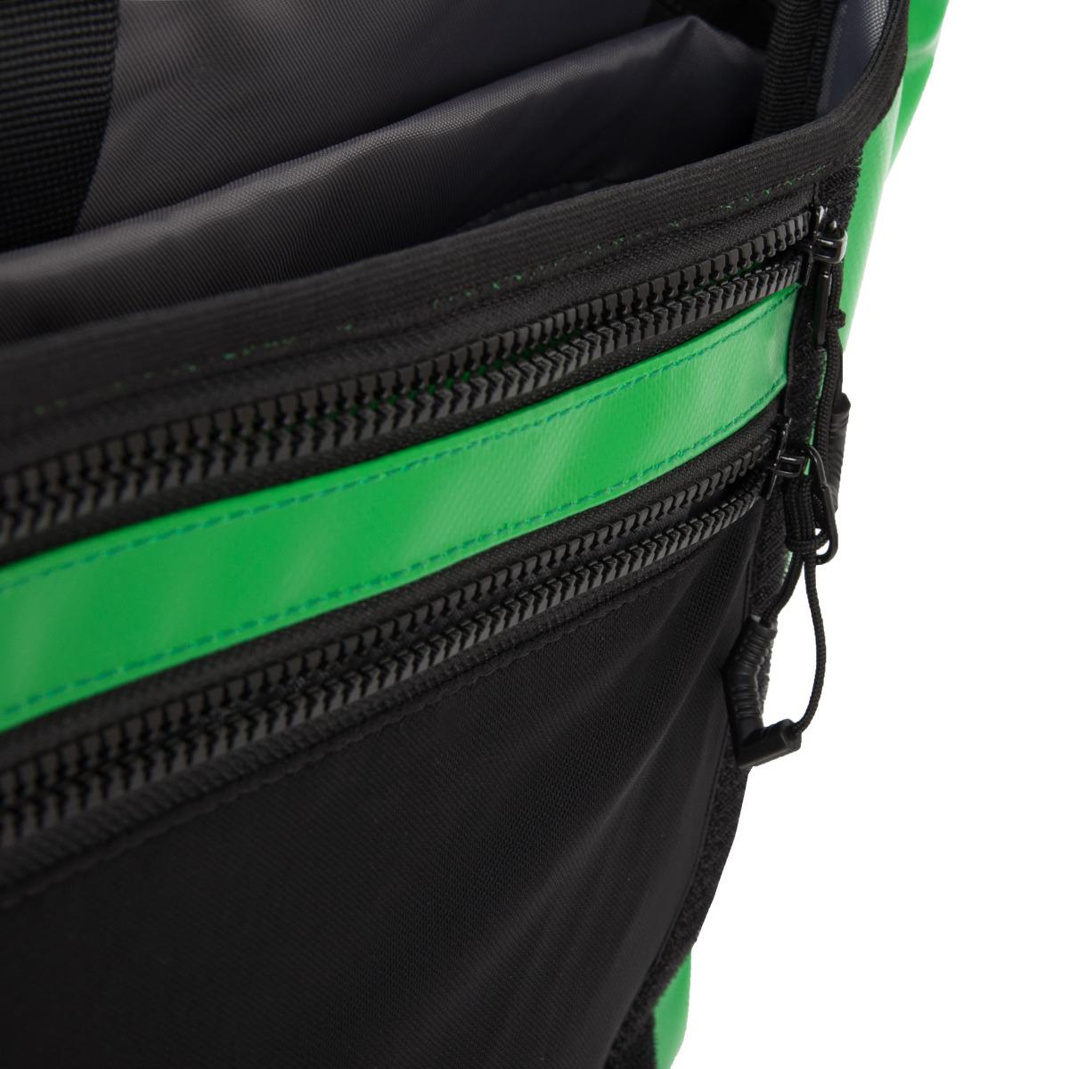 Vaude Bert L Apple Green Taška Vaude Bert L z veľmi odolného materiálu vám poslúži ako praktický spoločník na vašich cestách aj v meste.- vrecko na notebook s veľkosťou 15,6