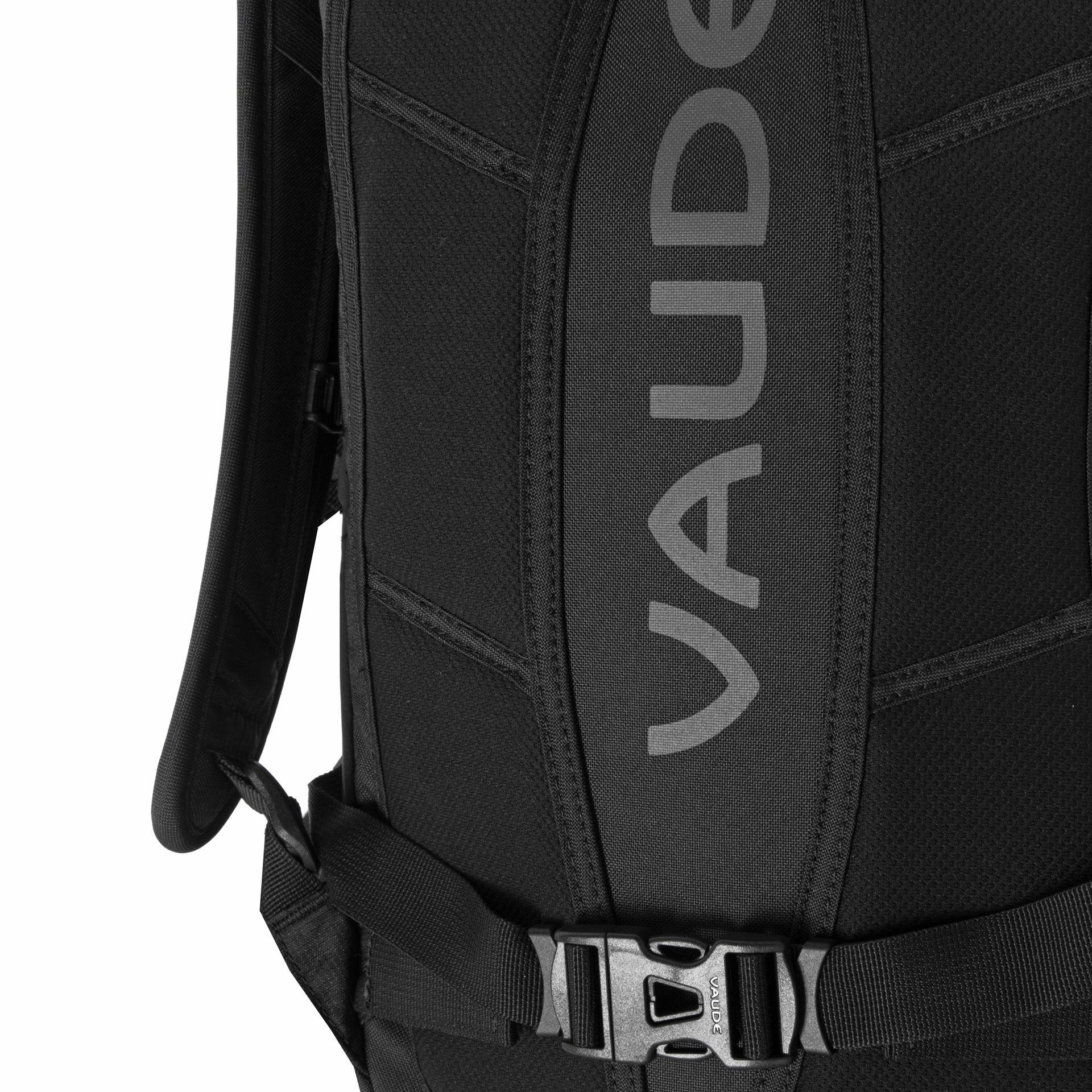 Vaude Tecolog II 14 Black Kompaktný batoh vhodný na šport aj bežné denné nosenie.- veľký hlavný priestor- predné vrecko na zips- polstrovaný chrbtový systém- ramenné popruhy s dostatočnou ventiláciou- hrudný popruh- odnímateľný bedrový pás- reflexné prvky- krúžok na kľúče- možnosť pridania hydrovaku